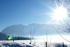 Unser Service für Sie - hier im Bild: Grimming mit strahlender Wintersonne